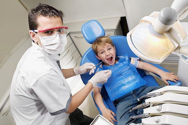 宝宝第一次看牙医