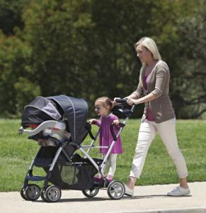 美国妈妈带两个孩子