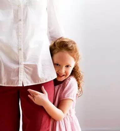 美国妈妈怎样教育胆小含羞的孩子