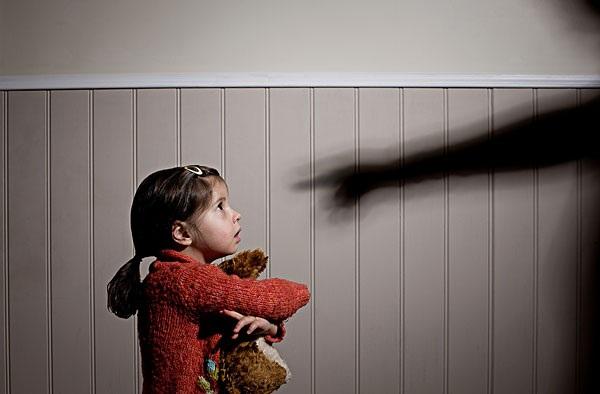 美国蒙校老师体罚孩子怎么办