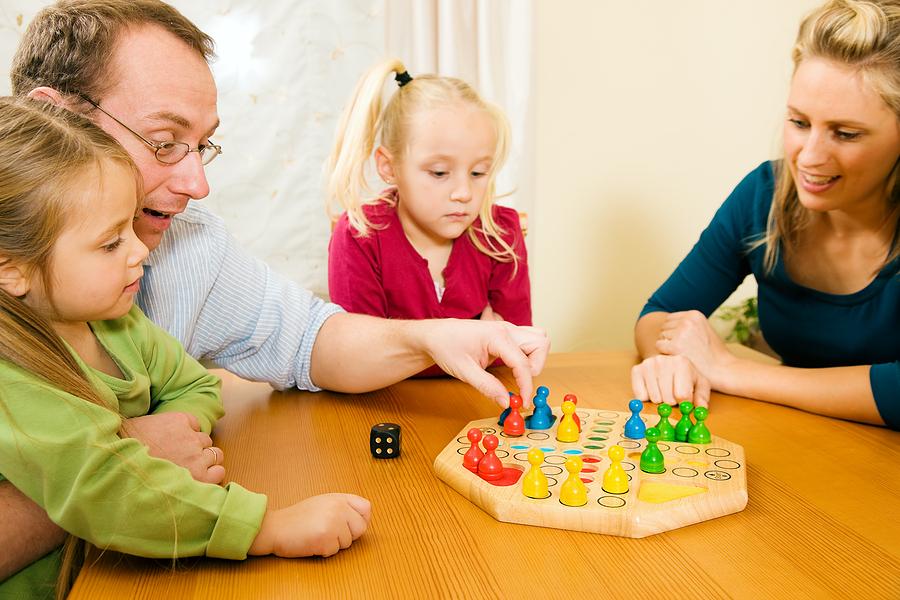 父母和孩子玩游戏的注意事项