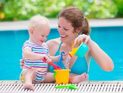 带宝宝游泳的好处和注意事项
