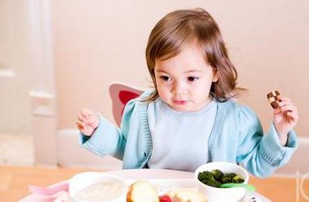 带宝宝旅游选择餐厅和食物的注意事项