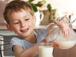 宝宝几岁可以喝牛奶