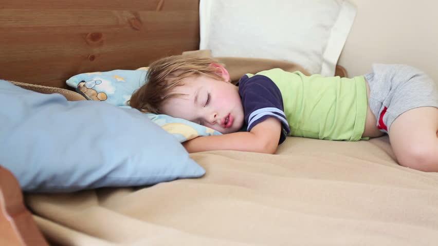 宝宝学会自己睡觉