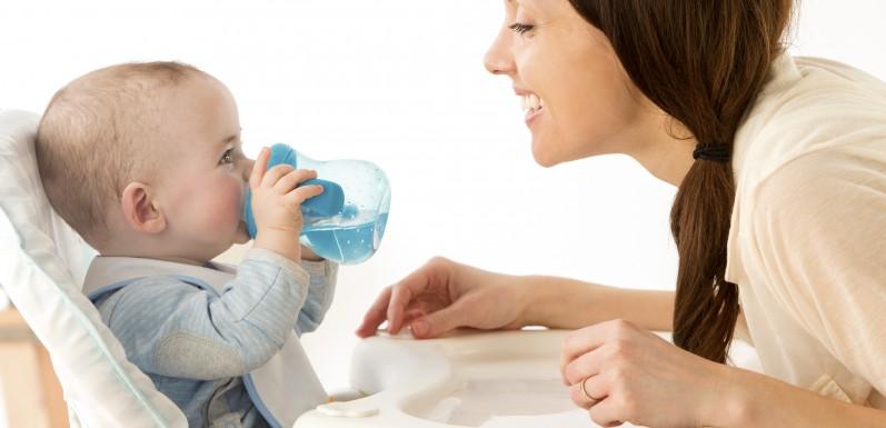 宝宝几个月可以喝水
