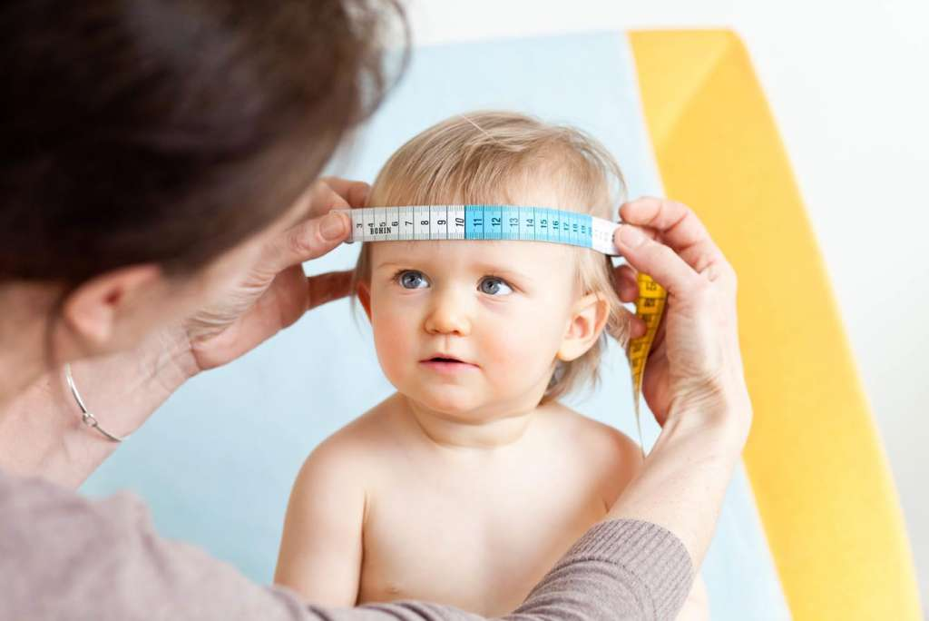 宝宝头型不对称怎么办