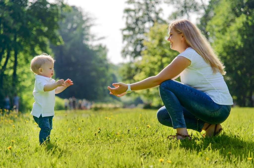 宝宝几岁开始学走路