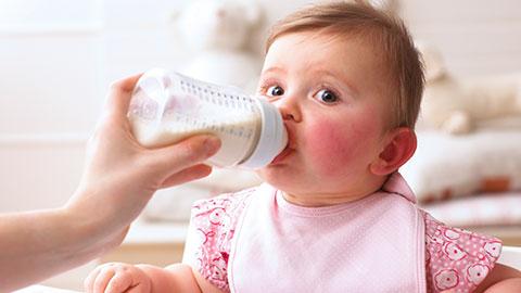 冲泡奶粉用什么水好