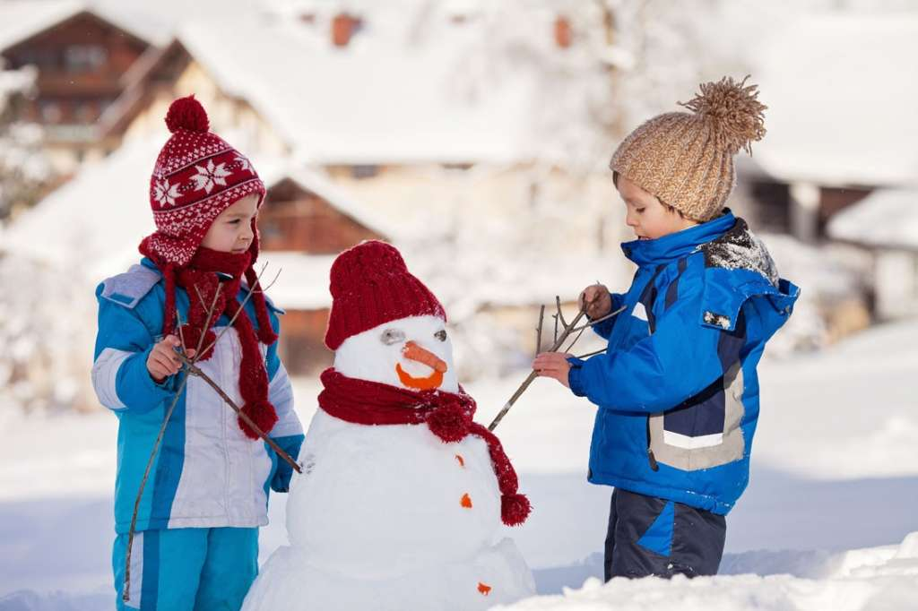 冬天到底应该给宝宝穿多少衣服?冬天宝宝睡觉应该穿多少衣服? | 美国妈妈网