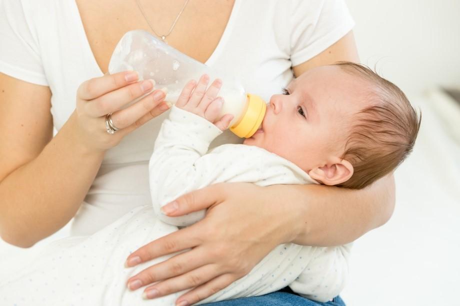 母乳喂养过渡到奶瓶喂养