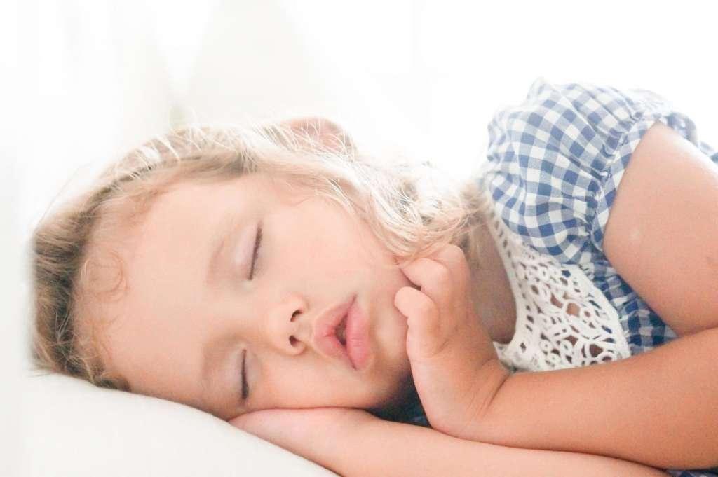 宝宝睡觉磨牙原因