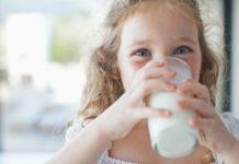 美国宝宝多大喝牛奶