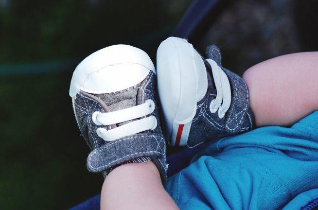 在美国给孩子挑鞋子